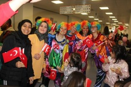 Kayseri Şehir Hastanesi'nde kalan çocuklara 23 Nisan kutlaması