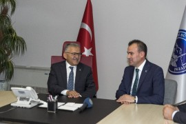 Kayseri Serbest Muhasebeci Mali Müşavirler Odası yönetimi Başkan Büyükkılıç'ı ziyaret etti