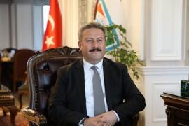 Başkan Palancıoğlu'ndan Bayram öncesi 4 sporcuya 4 altın madalya