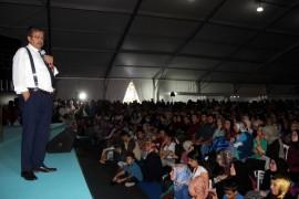 Yazar Hayati İnanç Kitap Fuarı'nda hayranlarıyla buluştu